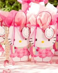 DON'T know where this pin leads......SO BEWARE!!!! I just LOVE these adorable gift bags!!!!  TOO CUTE & simple to DIY.....