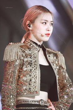 191130 ITZY Ryujin at Melon Music Awards ~ in full sparkly jacket regalia. South Korean Girls, Korean Girl Groups, Kpop Mode, Mma 2019, Gold Outfit, Stage Outfits, Kpop Fashion, Music Awards, Kpop Girls