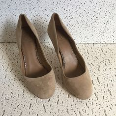 """Tory Burch suede Heels with snake skin detail Color beige suede made, the heels has snake skin details , easy to fixed , any shoes repair can do it , size 8, very comfortable, heels size 3.5"""" Tory Burch Shoes Heels"""