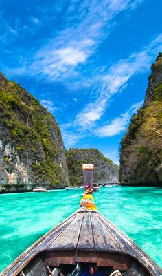 Travel Guide To Phuket: Things To Do in Phuket And Places To Stay | Phuket offers natural beauty, rich culture, white beaches, tropical islands and plenty of adventure activities | via @Just1WayTicket | Photo © kasto/Depositphotos
