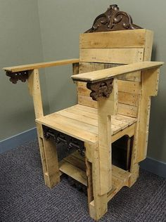 diy kings throne made from recycled pallets