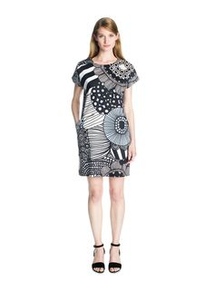 Gili by Marimekko. Love the concept. Maybe do in a random stripe. Different back and front. Marimekko Dress, Tunic Dress With Leggings, Day Dresses, Dresses For Work, Spring 2015 Fashion, Dress Skirt, Ideias Fashion, Cool Outfits, Woman Clothing