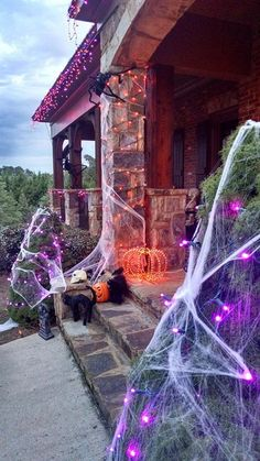It is already October. Once again, it is time for start to preparing for the Halloween party. I think a priority has to be the front porch decorating. So we've gathered some fun ideas for Halloween porch decor in lots… Continue Reading → Spooky Halloween, Porche Halloween, Halloween Veranda, Halloween Ideas, Spooky Scary, Garage Halloween Party, Halloween Bags, Halloween Candles, Halloween Christmas