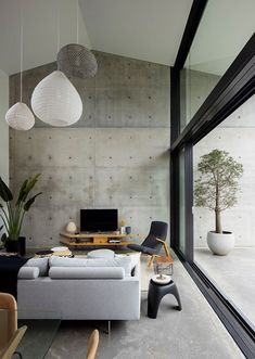 A Black Rear Extension Was Added To A Brick House In Sydney In this modern living room area, a double-height ceiling creates an open feeling, while a large exposed concrete wall continues from the interior to the exterior of the home. Interior Design Examples, Interior Design Inspiration, Design Ideas, Concrete Interiors, Concrete Houses, Concrete Design, The Design Files, Interior Architecture, Lobby Interior