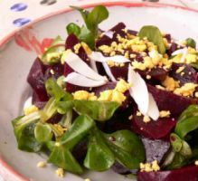 Recette - Salade de mâche, betterave et oeuf dur - Notée 4.4/5 par les internautes