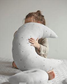 Kissenkuschelzeit!!! Die bazaubernsten Mondkissen bekommen Sie auf ➡️➡️➡️www.effii-kids.de