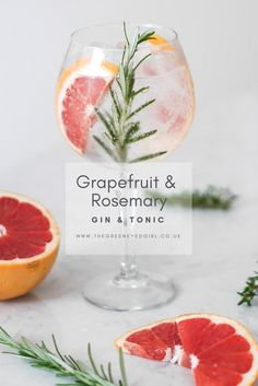 3 ways to elevate your everyday gin and tonic – The green eyed girl - - Try these three delicious garnishes that will elevate your gin and tonic: grapefruit and rosemary, blackberry and thyme and lemon peel and pink pepperpod. Grapefruit Gin Cocktail, Grapefruit Juice And Vodka, Gin Fizz Cocktail, Rosemary Cocktail, Gin Cocktail Recipes, Gin With Rosemary, Cocktail Pink, Gin Und Tonic, Gin & Tonic Cocktails