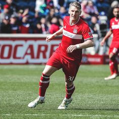"164.5k Likes, 319 Comments - Bastian Schweinsteiger (@bastianschweinsteiger) on Instagram: ""MLS in Canada tonight! #TORvCHI #cf97"""