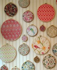 Idea for using up your leftover fabric scraps. Use a variety of different sizes of wood embroidery hoops and place a different fabric in each one. Then use the fabric covered hoops to decorate an entire wall in the office or craft room. Diy Wall Art, Diy Wall Decor, Wall Decorations, Frame Decoration, Beautiful Decoration, Diy Home Decor, Deco Originale, Framed Fabric, Arts And Crafts