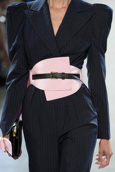 Apr 2020 - Taoray Wang at New York Fashion Week Spring 2019 - Details Runway Photos New York Fashion, Fashion Week, Fashion 2020, Runway Fashion, Fashion Looks, Womens Fashion, Fashion Trends, Style Fashion, Fashion Belts