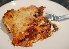 lasagna-recipe-easy Looks amazing and only 8 ingredients! Cream cheese and sour cream instead of ricotta or cottage cheese. Dinner Dishes, Food Dishes, Main Dishes, Fall Recipes, Great Recipes, My Favorite Food, Favorite Recipes, Easy Lasagna Recipe, Recipes