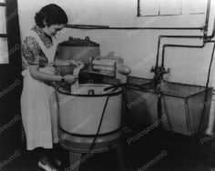 This picture taken in 1945 shows a woman with a new-fangled electric washing machine. The system is similar to earlier manual systems, but the clothes wringer is driven by an electric motor instead of a crank. Old Pictures, Old Photos, Vintage Photos, Vintage Laundry, Vintage Kitchen, Old Washing Machine, Washing Machines, Cast Iron Sink, Kenmore Washer