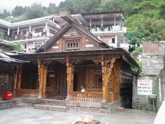 Templo de Vashisht, em Vashisht, a 3 km de Manali, estado de Himachal Pradesh, Índia. O templo é dedicado a um antigo sábio de nome Vashisht.