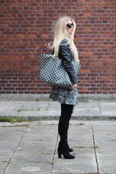 05afeef68973 tips til efterårsferien modeblogger Amy Dyrholm blog veninder suppe fall in  love with fall efteråret hvad skal du lave i ferien Ganni nederdel lange  støvler