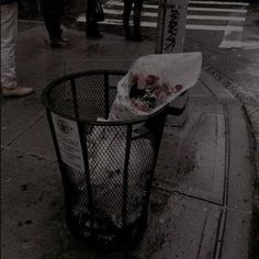 Discovered by Esra Yeşilyurt. Find images and videos about grunge, aesthetic and flowers on We Heart It - the app to get lost in what you love. Gray Aesthetic, Night Aesthetic, Aesthetic Photo, Aesthetic Pictures, Aesthetic Grunge Black, Korean Aesthetic, Aesthetic Clothes, Images Esthétiques, Arte Ninja