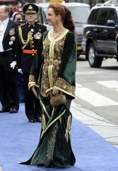 Heeft Ierland een prinses? Oh nee, het is prinses Lalla Salma van Marokko die eruit ziet als een Ierse volksdanseres. - Kroningsdag Willem-Alexander - love her!!! great redhead!