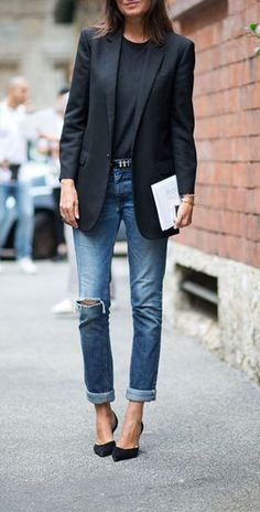 Tailored blazer + black on black | How to Wear Denim Like a French Girl?