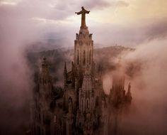 Eglise Sagrat Cor, au sommet du Tibidabo surplombant Barcelone, en Espagne