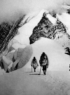 """George Finch and Geoffrey Bruce returning from their 8326 m climb, 1922. (Image from """"The assault on Mount Everest 1922"""")"""