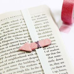 Bookmark | DIY | For Book | Marcador de Página | Learn how to make a cute and easy arrow bookmark from ice cream sticks for your weekend reading! (in English and Indonesian), cool idea, thanks so xox