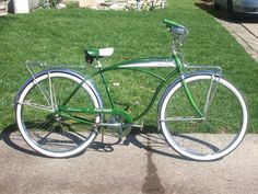 Got this bike last week from Backpeddler.)Spent about 5 hrs with steel wool and Rebuilt the hubs and regreased everything and threw her. Schwinn Bikes, Bmx Bicycle, Vintage Menu, Vintage Bicycles, Steel Wool, Custom Harleys, Old Bikes, Harley Davidson Motorcycles, Rat