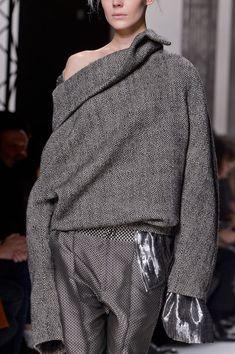 Haider Ackermann at Paris Fashion Week Fall 2013 - Details Runway Photos Grey Fashion, Minimal Fashion, Love Fashion, Fashion Design, Fashion Week, Paris Fashion, Runway Fashion, Womens Fashion, Haider Ackermann