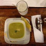 Sopa de ervilha perfeita no Misión de Angeles em El Salvador