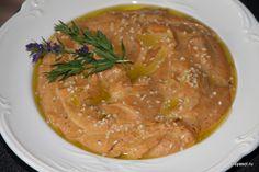 Хуммус с запеченным перцем и песто из помидоров
