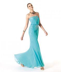 Modelo Rahel. Vestidos para Bodas Pronovias 2014. El azul marca tendencia.