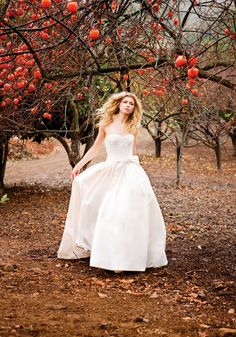 Winter Wedding Planning Tips аnd Ideas Classic Wedding Dress, Fall Wedding Dresses, Wedding Gowns, Autumn Bride, Autumn Wedding, Wedding Prep, Dream Wedding, Candle Wedding Centerpieces, Wedding Planning Tips
