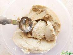 Această rețetă de înghețată se prepară la blender, fără foc. Este 100% vegetală, sănătoasă și foarte gustoasă. Are o consistență fină și cremoasă, datorită bananelor și Sweets Recipes, Vegan Recipes, Raw Desserts, Parfait, Sorbet, Gelato, Healthy Snacks, Frozen, Food And Drink