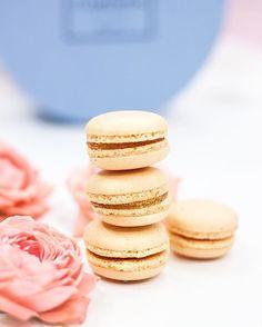 Друзья, напоминаем вам, что к заказу доступны наборы очаровательных французских макаронс   Милый и вкусный комплимент если вы отправляетесь в гости или идете на свидание ✨  #макаронс #macarons #макаруны