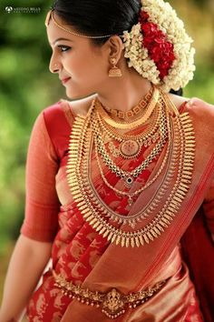 Bridal Hairstyle Indian Wedding, South Indian Bride Hairstyle, Indian Wedding Bride, Indian Bridal Outfits, Indian Bridal Fashion, Bridal Dresses, Tamil Wedding, Wedding Hairstyles, Kerala Hindu Bride