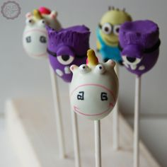 MakeUrCake - Minion Cake Pops