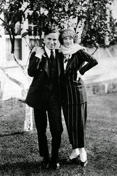 "Anna Pavlova and Charlie Chaplin / photograph, no credit given.Image : ""Anna Pavlova and Charlie Chaplin, two pair of priceless feet""--Printed on lower border, beneath figures. Charlie Chaplin, Silent Film Stars, Movie Stars, Ana Pavlova, Charles Spencer Chaplin, Vevey, Look Retro, Famous Couples, Rare Pictures"
