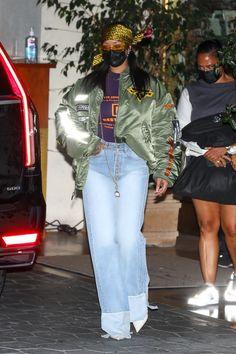 Rihanna Nails, Rihanna You, Rihanna Photos, Rihanna Fenty, Edgy Chic, Rihanna Street Style, Miami Fashion, Rihanna Fashion, Street Fashion