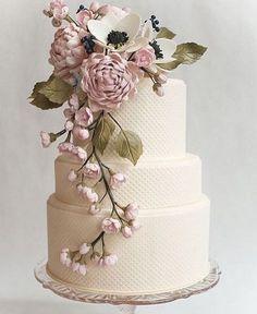 """132 curtidas, 5 comentários - Noivinhas de Luxo® (@noivinhasdeluxo) no Instagram: """"Um bolo encantador, via @julianamouracerimonial!  #bolododiaNDL #bolo #bolodecasamento #casamento…"""""""