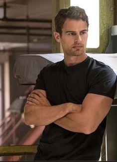 Divergent Theo James, Divergent Movie, Tobias, Tris E Quatro, Theodore James, Tris And Four, Gorgeous Men, Beautiful, Books For Boys