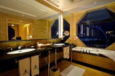 Ritz-Carlton Millenia  - Singapore (My favourite bathroom so far!)