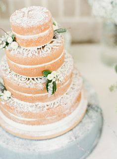 One of the most elegant naked cake we've seen: http://www.stylemepretty.com/little-black-book-blog/2015/01/20/rustic-elegant-fall-lakeside-wedding/ | Photography: Mint Photo - http://mymintphotography.com/