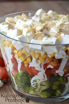 Sałatka warstwowa z brokułem i kurczakiem - KulinarnePrzeboje.pl Best Egg Salad Recipe, Salad Recipes, Easy Cooking, Cooking Recipes, Healthy Recipes, Comida Keto, Avocado Salat, Party Food And Drinks, Ground Turkey Recipes