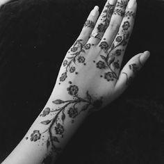 Henna Flower Designs, New Henna Designs, Mehndi Designs For Kids, Mehndi Designs For Beginners, Mehndi Designs For Fingers, Mehndi Design Images, Beautiful Mehndi Design, Hena Designs, Mehandi Designs