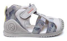 Biomecanics sandalia cerrada para niños, en piel y serraje gris camuflaje.