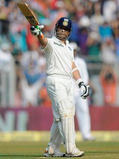 Sachin Tendulkar Celebrates his Fifty for 200th Test