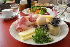 heuer am karlsplatz - heuer frühstück Karlsplatz, Restaurant, Cheese, Ethnic Recipes, Food, Restaurants, Meals, Dining Rooms