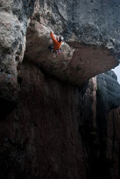 "house-under-a-rock: "" Vampiresas 7b, 5.12b, Mallorca, Spain photo: AR conan """