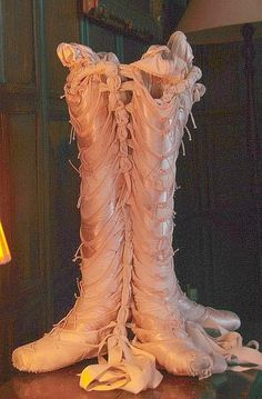 Knee-high pointe shoes?
