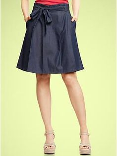This seems like the perfect skirt for a mom... cute and sassy, but long enough that you can get on the floor with your baby!