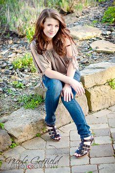 senior girl pose