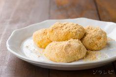 Sweet potato mochi こねて丸めるだけ!さつまいも餅の作り方。献立やお弁当に役立つ人気のレシピから、簡単にできる美味しいお手軽料理の作り方を紹介する管理栄養士監修の美味しくてからだにいい健康レシピサイトです。 Mochi Recipe, Cornbread, Sweets, Ethnic Recipes, Food, Millet Bread, Goodies, Meals, Corn Bread